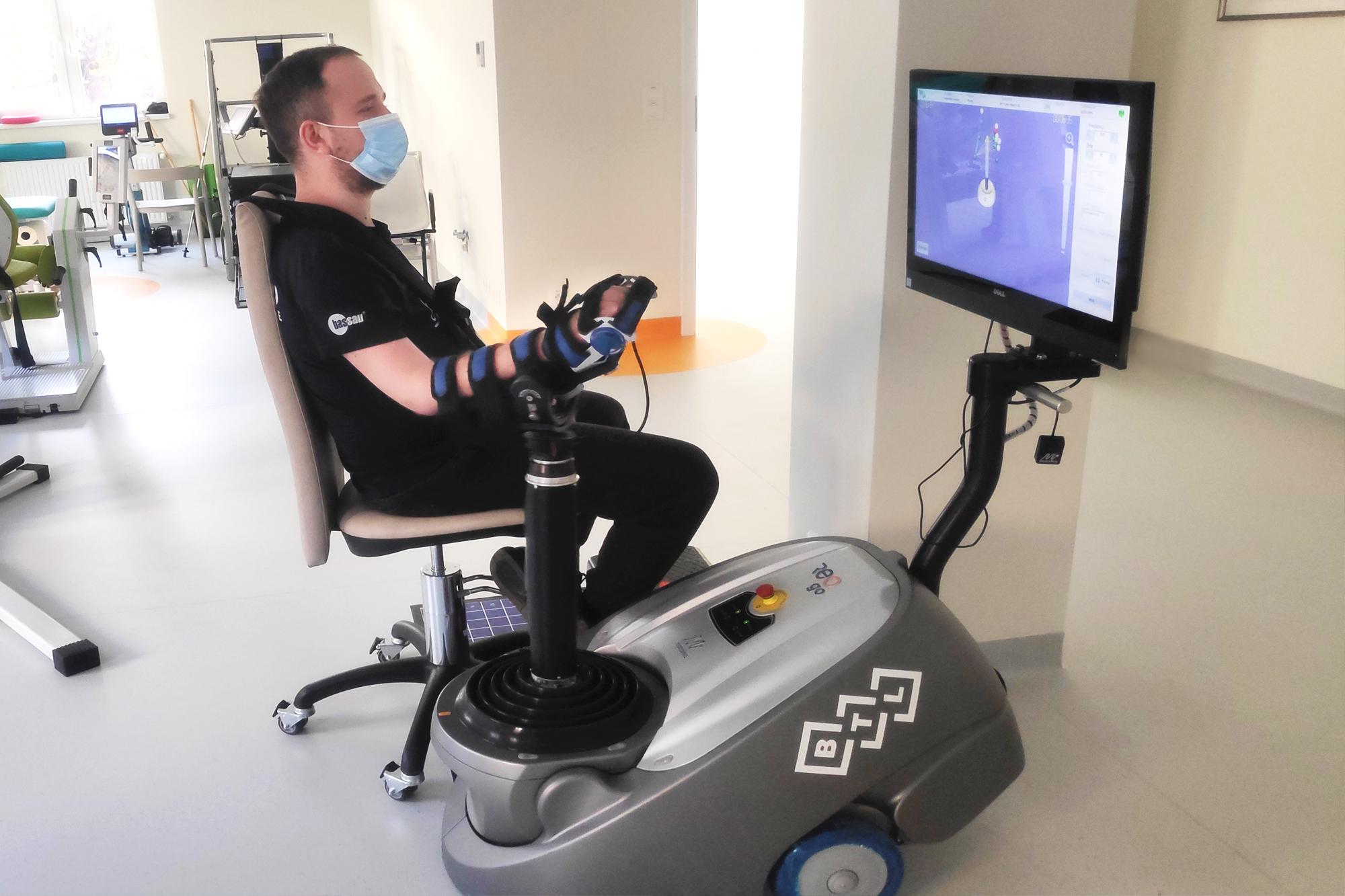 rehabilitacja neurologiczna ręki - Robot ReoGo - Origin
